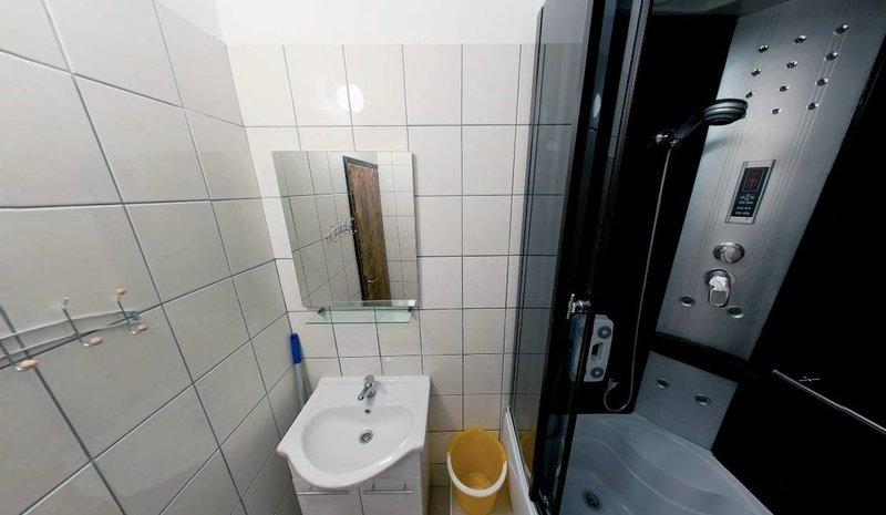 A4 Heinzov(5): bathroom with toilet