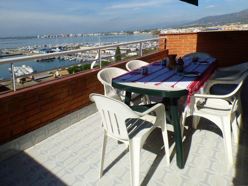 DUPLEX CON VISTAS AL MAR  A 200M. DE LA PLAYA (NAUTIC), holiday rental in Roses