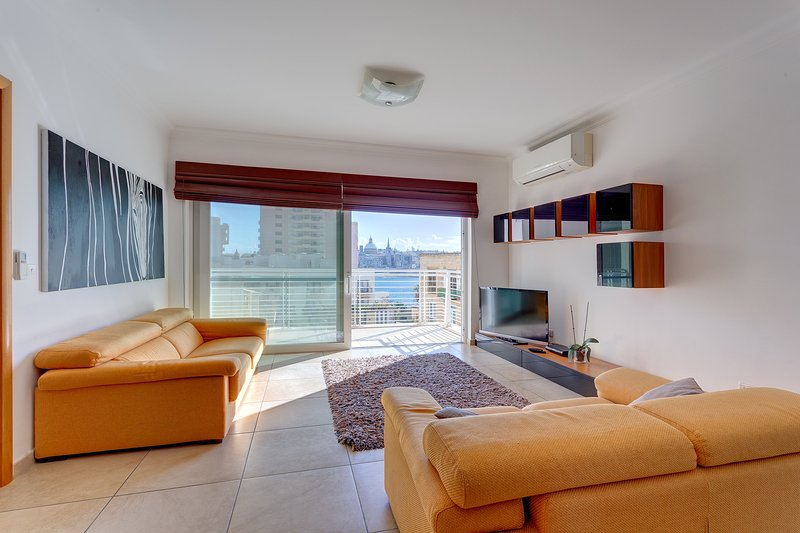 Fabulous Apartment with Pool, Upmarket Area (ENHANCED CLEANING PROTOCOL), holiday rental in Sliema