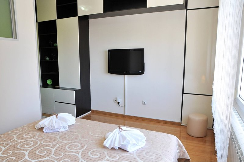 Comfortable & Warm City Apartment with Free Wi-Fi