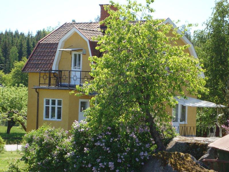 Ferienhaus Västervik mit Sauna, Boot,  Internet nahe Badesee und Schären, 6 Pers, holiday rental in Södra Vi