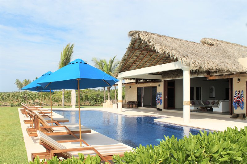 Casa Sunshine Luxury Beachfront Vacation Villa, vacation rental in Puerto Escondido