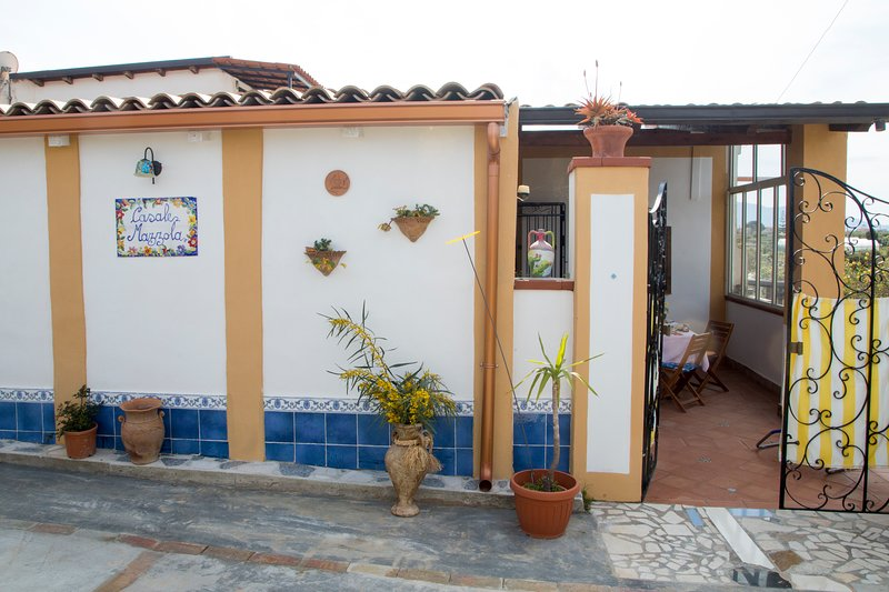 Casa Nonna in the olive tree garden sunny terrace, vacation rental in Balestrate