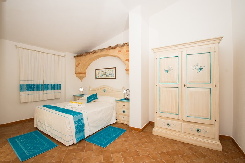 Micali 6 - Camera matrimoniale con patio e bagno privato., vakantiewoning in Irgoli