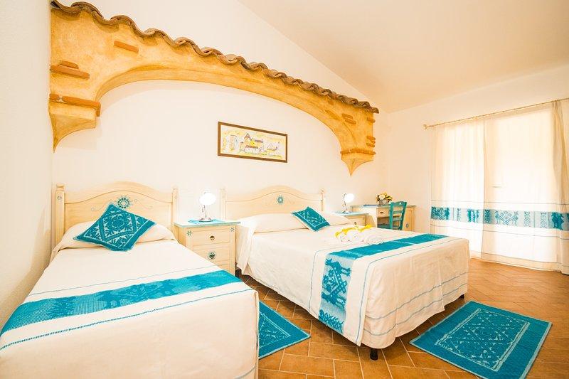 Micali 3 - Camera tripla con balcone e bagno privato., vakantiewoning in Irgoli