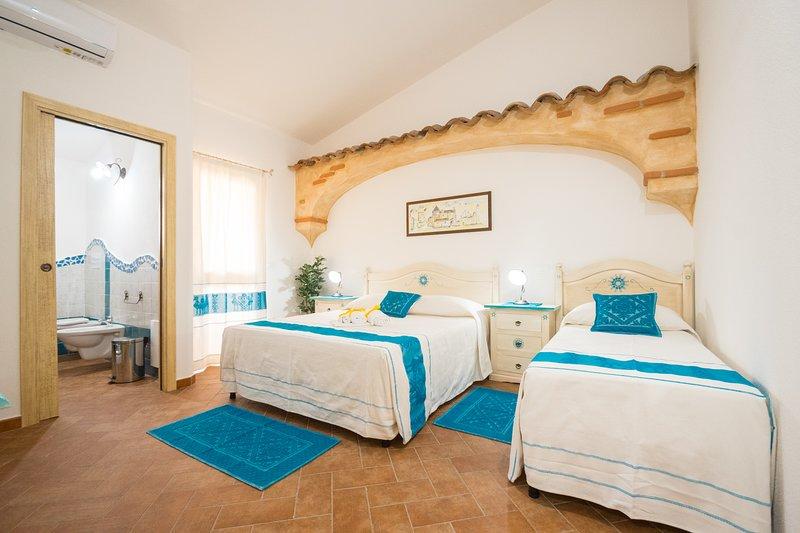 Micali 2- Camera tripla con balcone e bagno privato., vakantiewoning in Irgoli