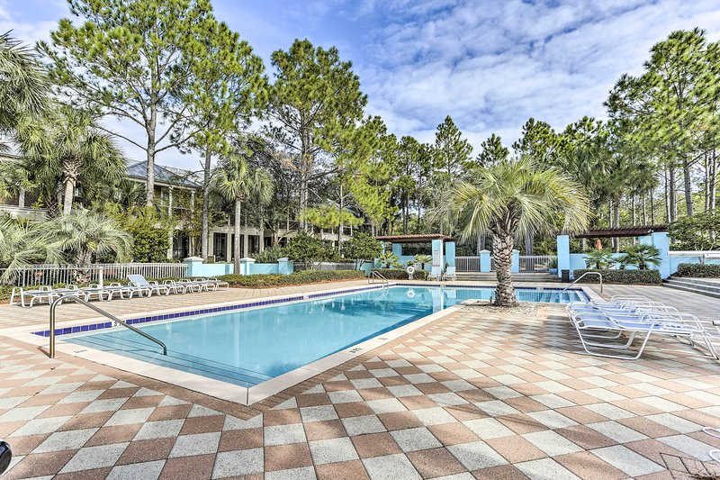This charming oceanfront vacation rental offers a community pool and much more!