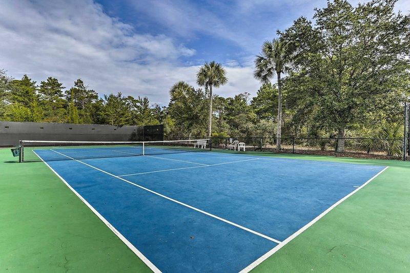 Mostra le tue abilità sui campi da tennis.