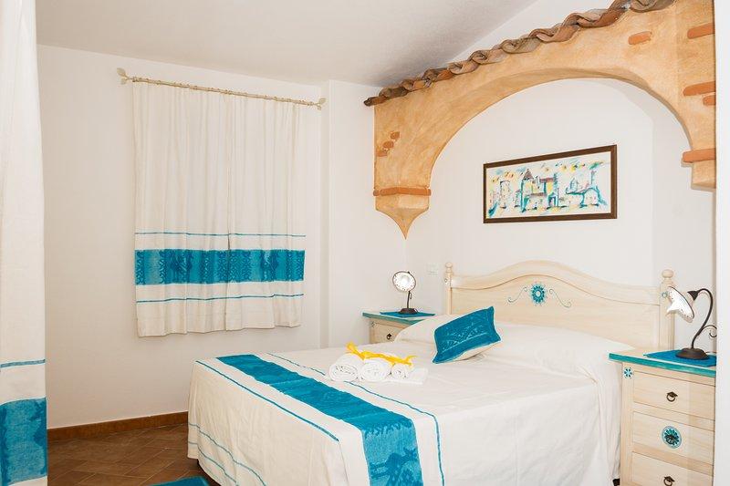 Micali 5- Camera matrimoniale con patio e bagno privato., vakantiewoning in Irgoli