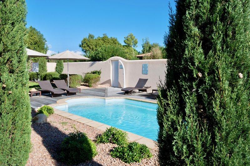 Villa Rossa 3, 3 chambres 3 sdb, clim, plage Cala Rossa à pied, piscine chauffée, aluguéis de temporada em Córsega