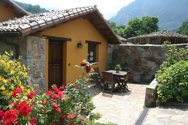 Casa rural con Jacuzzi Valle de Bueida -El Palacio, alquiler vacacional en Bueida