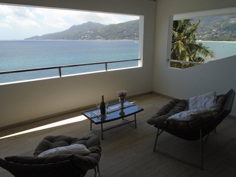 VallondEnd beachfront villa - Top Apartment 3, location de vacances à Mare Anglaise