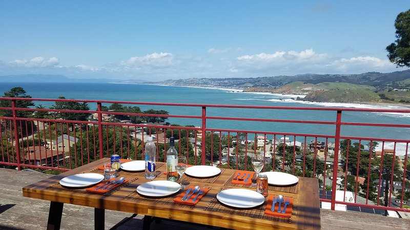 SF Ocean Views at Pedro Point, Pacifica - 3 Bedrooms / 2Baths, holiday rental in Moss Beach