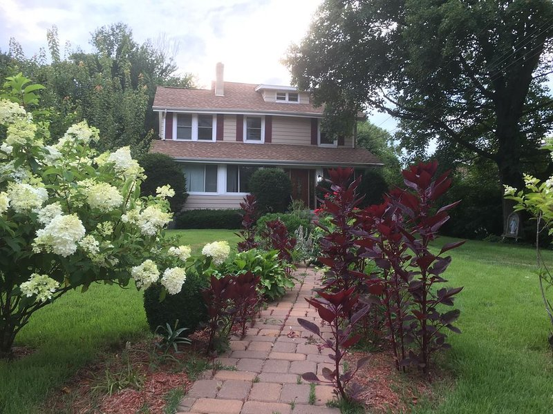 Warm single family updated home close to New York, location de vacances à Glen Rock