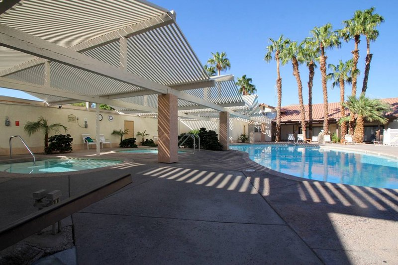 2 BDRM In A Remote Hot Mineral Spring Resort!, holiday rental in Sky Valley