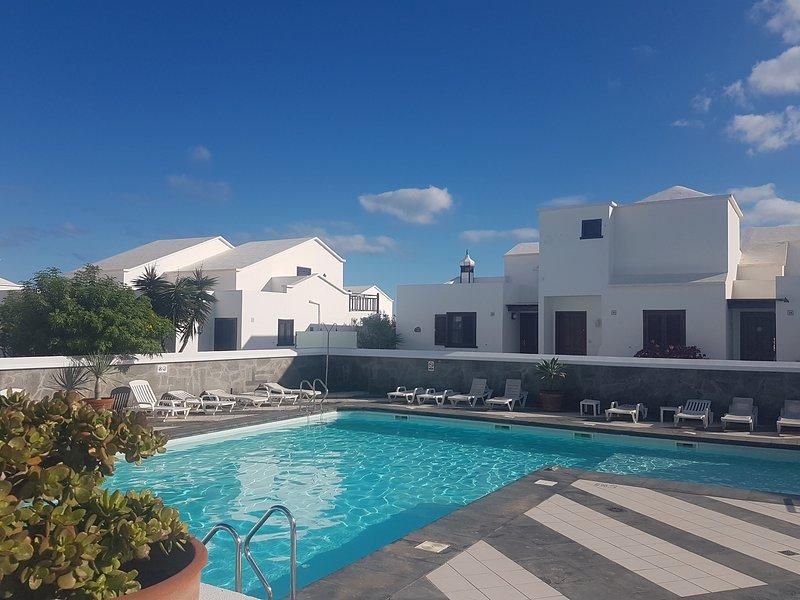 Fabulous apartment close to the beach with pool - Contactless rental, alquiler vacacional en Playa Honda