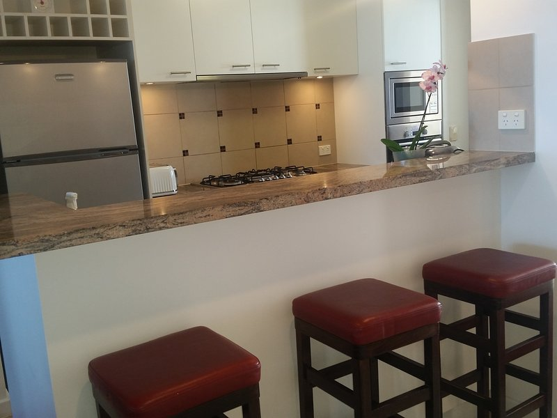 L7 Penthouse in stunning Nautilus apartments Rockingham, vacation rental in Rockingham