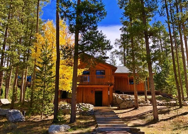 Spacious & Peaceful Retreat on the Colorado River w/ Mountain Views, holiday rental in Grand Lake