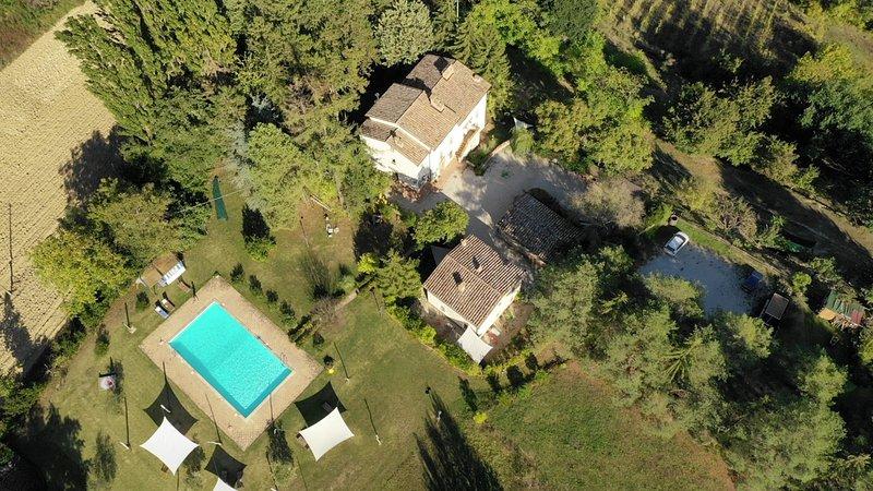 Vista aérea de la casa de campo.