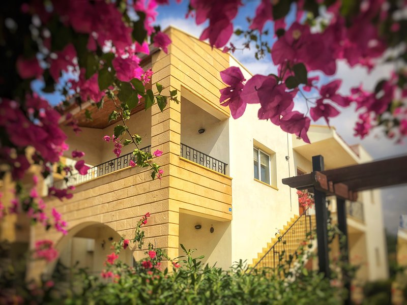 Peake's Retreats North Cyrprus, Forest Golf and Beach penthouse apartment, holiday rental in Bahceli