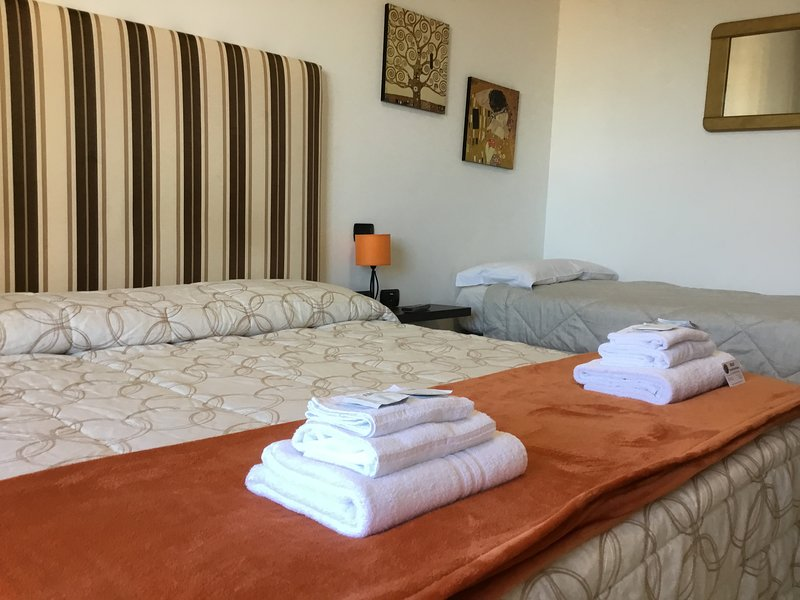 Amber room has a private bathroom, a nice balcony, TV, WiFi, air conditioning and minibar