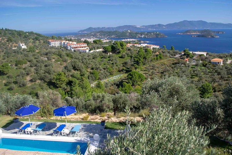 Sea View Villa with Private Pool, aluguéis de temporada em Sporades
