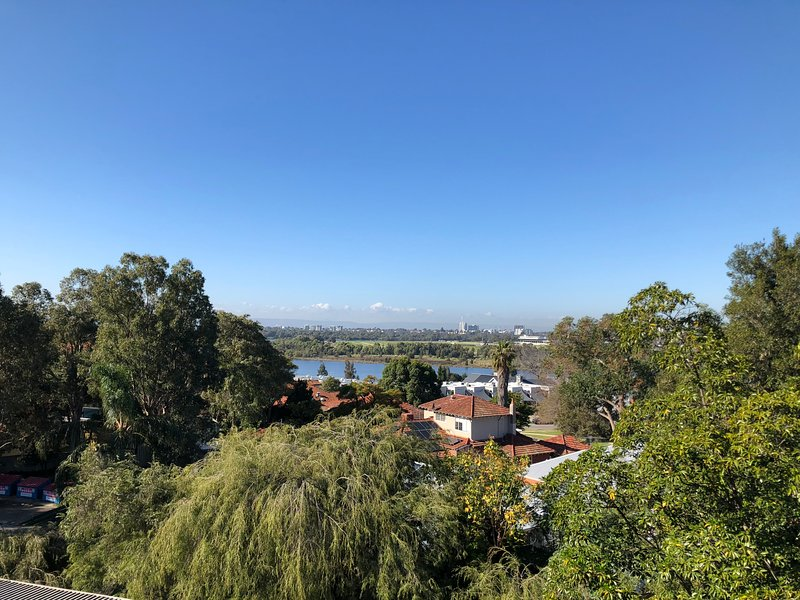 *Great Location in Mount Lawley with Great views of the Swan River*, location de vacances à Maylands