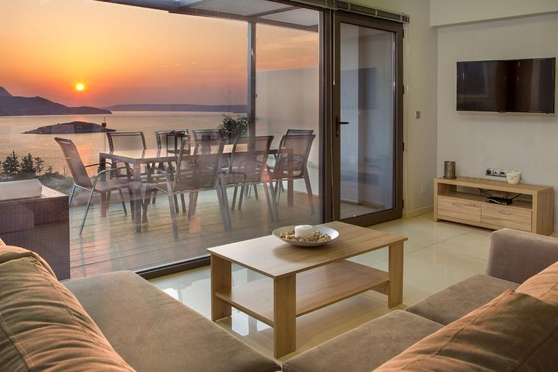 400 m from the beach and infinity pool at villa Alexis Zorbas. 25 min to Chania., alquiler vacacional en Plaka