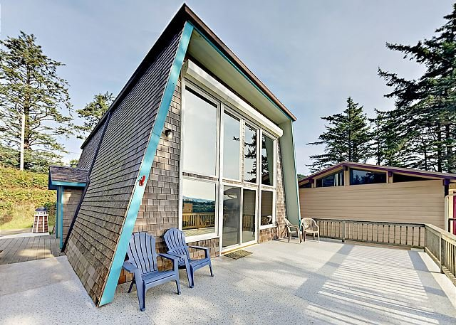 Sky Beach Cabin: 2-Unit Retreat w/ 2 Decks & Ocean View - Half Mile to Beach, holiday rental in Cape Meares