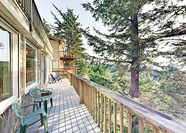 Hillside Retreat w/ Ocean-View Deck - Half Mile to the Beach, holiday rental in Cape Meares