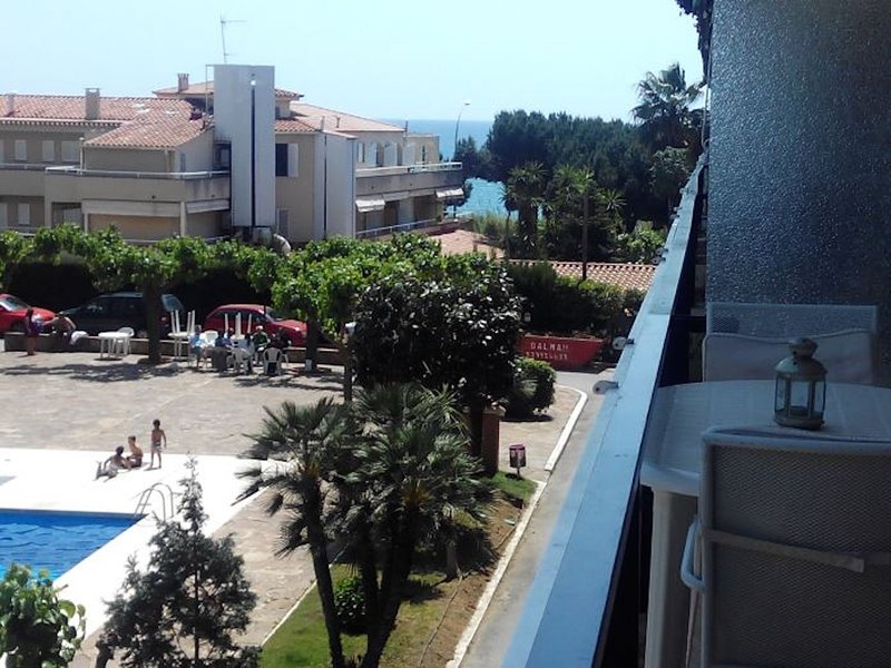 Apartment 30' Barcelona with pool, 100m beach and train, holiday rental in Caldes d'Estrac