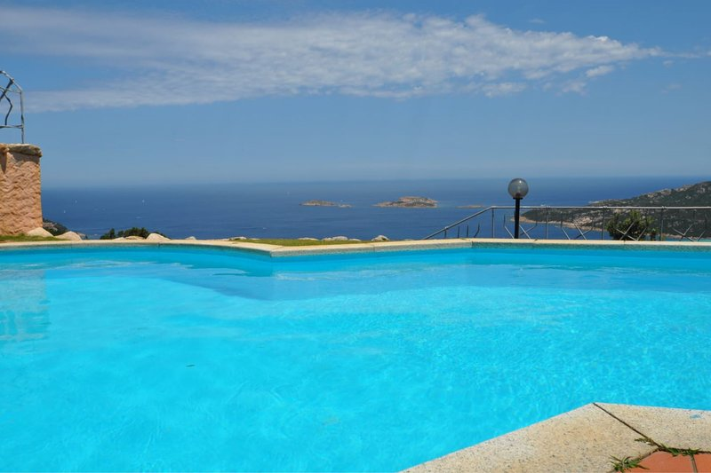 Villa Lara 2 sleeping up to 9 in Emerald Coast with private pool and sea view, holiday rental in Poltu Quatu
