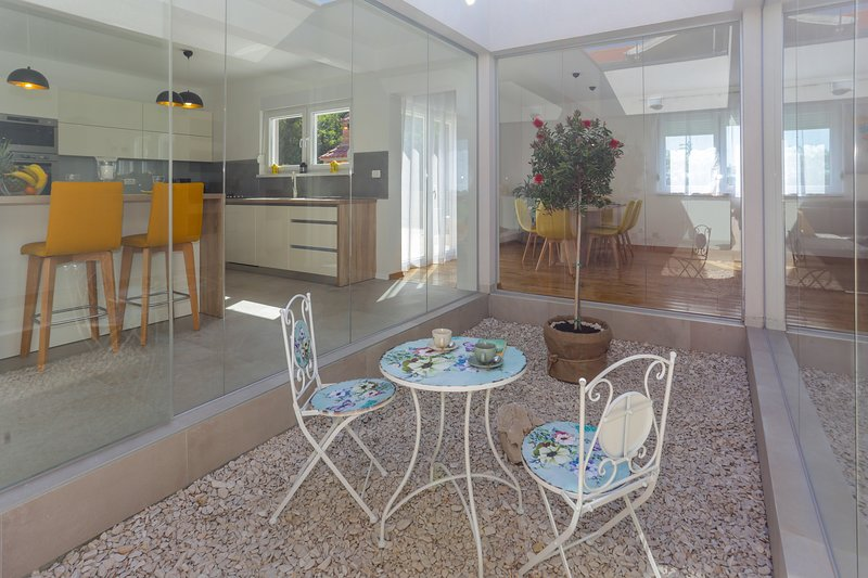 LIFE - NEW and LUXURY holiday house, vacation rental in Kastela