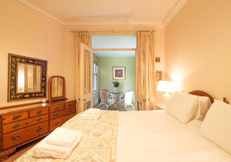 Drumsheugh Apartment * The West End, vacation rental in Edinburgh