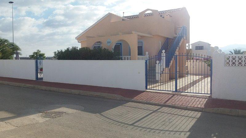 Villa Rosa - 4 Bedroom Private Villa, alquiler de vacaciones en Mazarrón