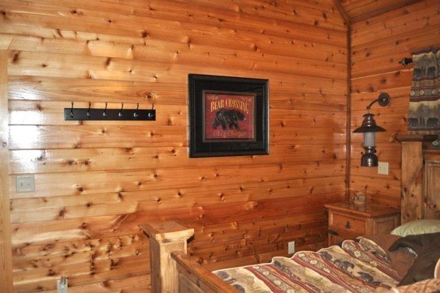 Bedroom,Indoors,Room,Furniture,Hardwood
