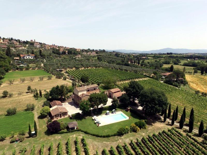 Casa di campagna (6+2) con piscina in un paesaggio incantevole, location de vacances à Lucignano