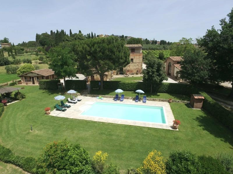 Incantevole casa di campagna (12+4) con piscina privata, holiday rental in Lucignano