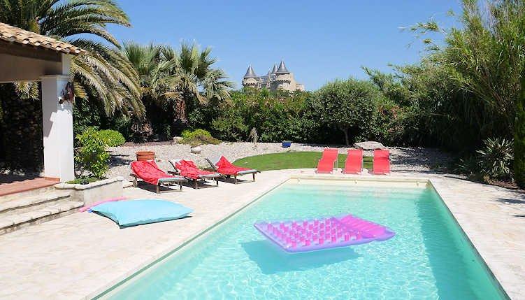 Villa Vue Du Chateau - Margon, French villa with private pool (sleeps 12), location de vacances à Neffiès