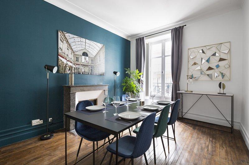 Prestige- Appartement de type Haussmannien en plein centre de Nantes, holiday rental in Loire-Atlantique