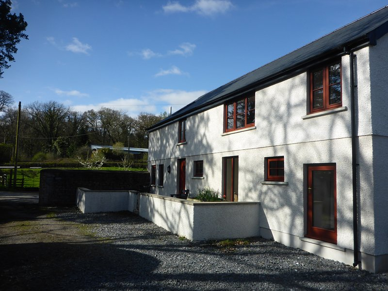 Kestrel farmhouse with hot tub available*, holiday rental in Llandovery