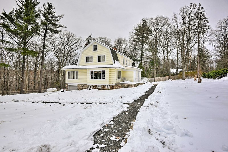 Fall in love with this Pocono Manor home!