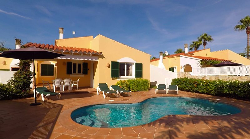 Villa Linardo 2 | AireAcondicionado, a 200m de la playa y a 1,5Km de Ciudadela., vacation rental in Ciutadella