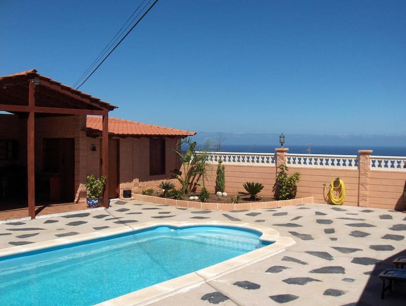 wooden house with private pool in Tenerife South, vacation rental in San Cristobal de La Laguna