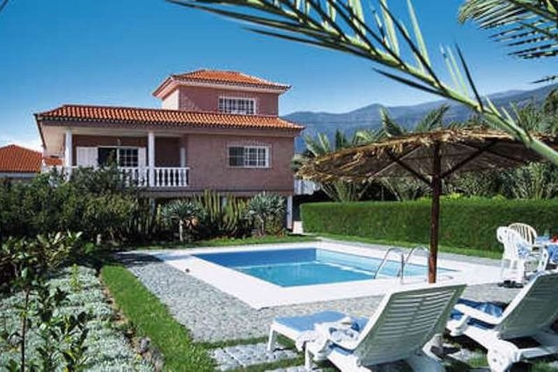 3 BEDROOM town house WITH PRIVATE POOL, vacation rental in San Cristobal de La Laguna