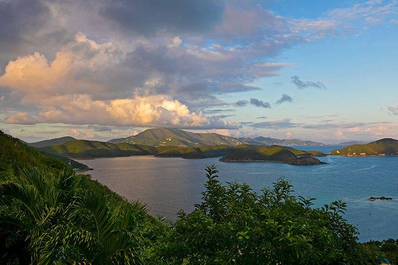 Hermosa puesta de sol sobre el East End y Tortola!