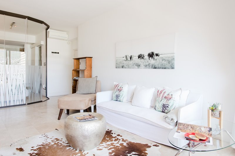 Luxury Cape Town City Pied-A-Terre, holiday rental in Vredehoek