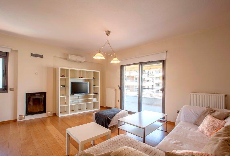 Thessaloniki Airport & Mall Apartment, vacation rental in Oraiokastro
