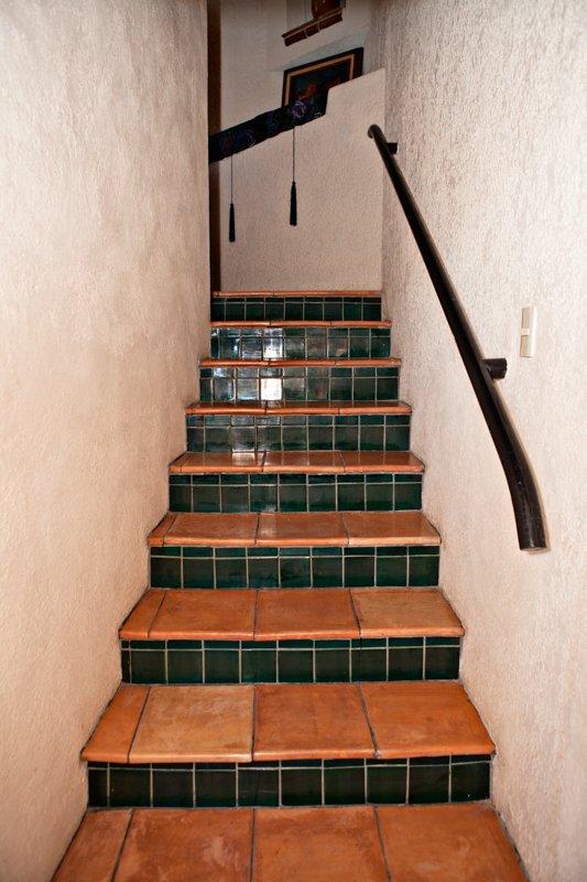 Escaleras de entrada privada.