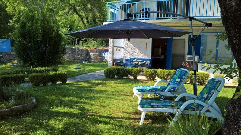 Holiday Home Biella. A delightful house on the Budva Riviera, with lovely garden, vacation rental in Budva